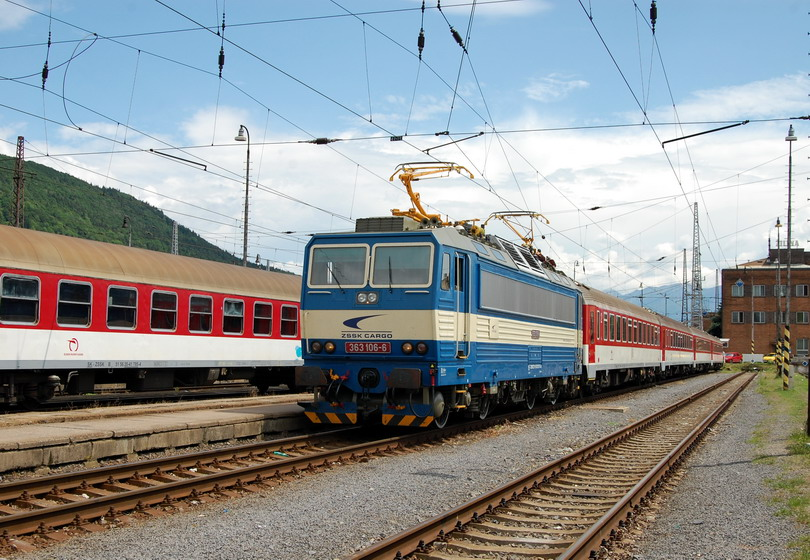 363.106 ZSSK Cargo s osobnými vozňami