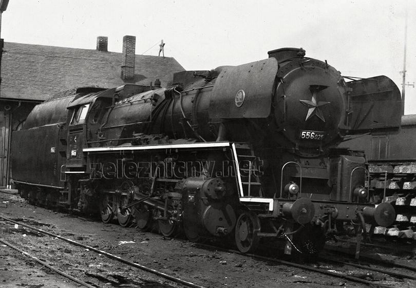 Lokomotiva 556.025 v Liberci dne 27. 7. 1971 – jedna ze čtyř lokomotiv, které měly malé usměrňovací plechy.