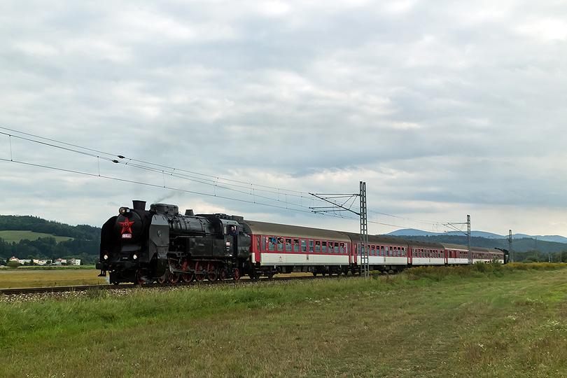 """Mimoriadny vlak do Banskej Bystrice ťahaný s 464.001 """"Ušatá"""" (pred Hronsekom)"""