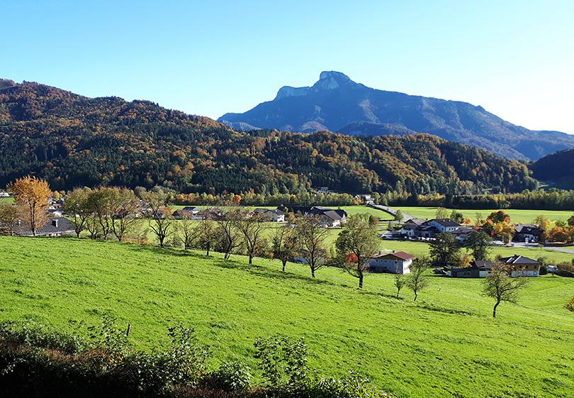 Pohľad na Schafberg od jazera Mondsee.