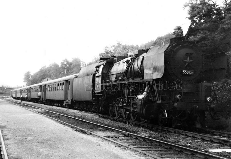 556.020 zastavila ve stanici Mariánské Údolí dne 26. 6. 1974 s osobním vlakem z Krnova do Olomouce.