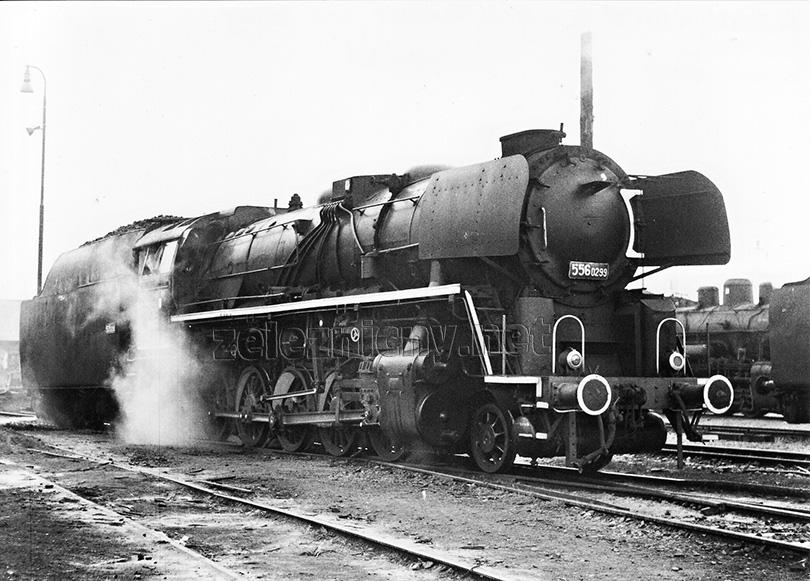 Lokomotiva 556.0299 v Nových Zámcích dne 8. 11. 1970.