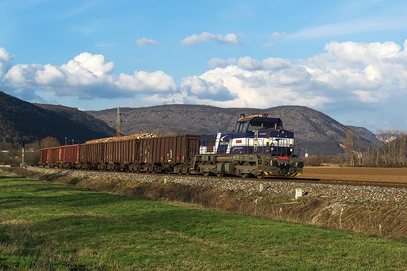 Začiatok marca patril Gemeru. Mn 81300 z Plešivca do Lučenca odchádza z Gemerskej Hôrky v čele s 746.011. 09.03.2016