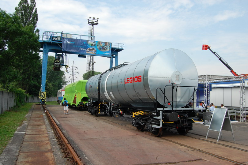 Cisternový vagón Zacens od Legiosu