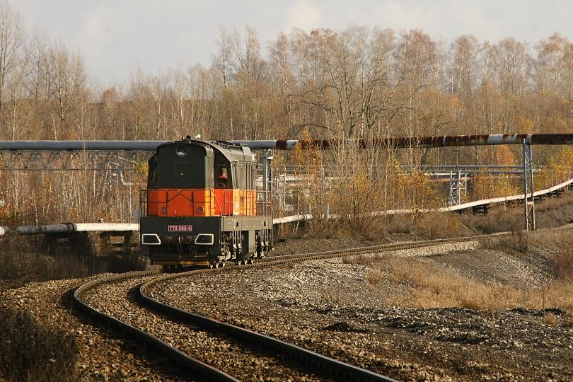 770 508-8 ako postrk vytláča súpravy z ČSA na Doubravu