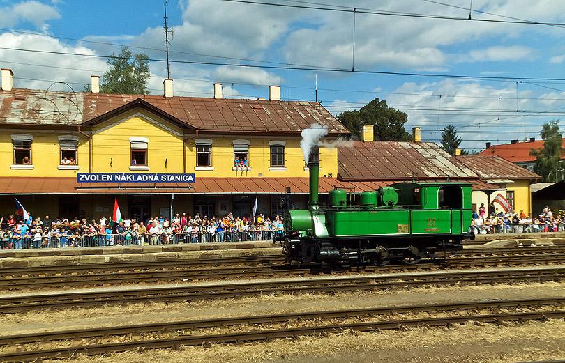 Na nákladnej stanici bol pekne veľký počet ľudí. Z boku zapózoval aj Maďarský rušeň.(Foto:DjMiscin)